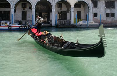 Difference Between Gondola And Boat by La Gondola