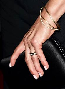 Jennifer aniston finally unveils her wedding ring for Jennifer aniston wedding ring