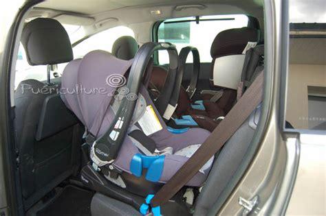 siege auto jumeaux casse tête 3 bons sièges auto dans une voiture
