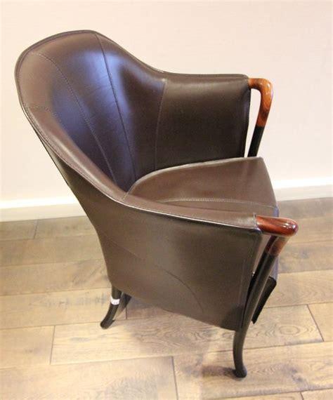 garniture de bureau en cuir fauteuil gondole a garniture de cuir chocolat accotoirs en