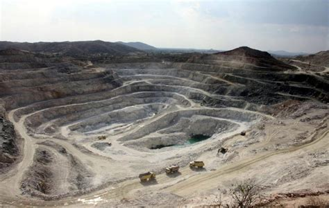President Uhuru Promises New Road To Soapstone Mines