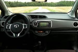 Toyota Yaris Hybride Dynamic : photo yaris 69 dynamic interieur ~ Gottalentnigeria.com Avis de Voitures