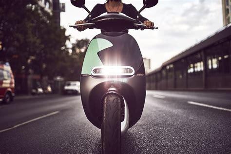 gogoro starts  electric scooter sharing program