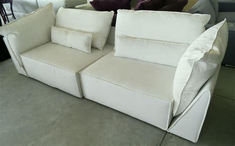 Divano In Tessuto Bianco Scontato Del 55%