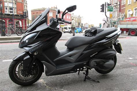 Review Kymco Downtown 250i by Kawasaki J300 Vs Kymco Xciting 400i Visordown
