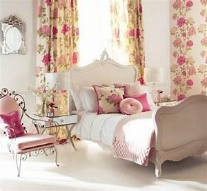 idee deco chambre de fille ado literie a motifs floraux With rideaux chambre ado fille