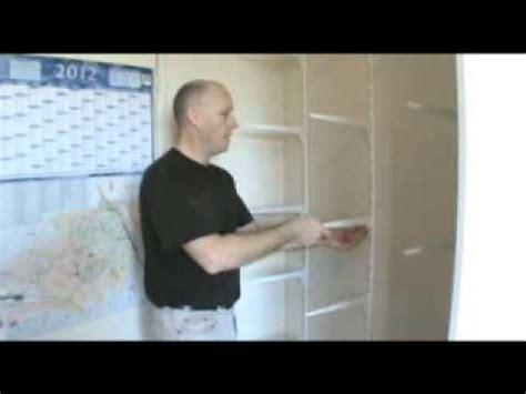 porte coulissante comment faire un placard avec porte coulissante