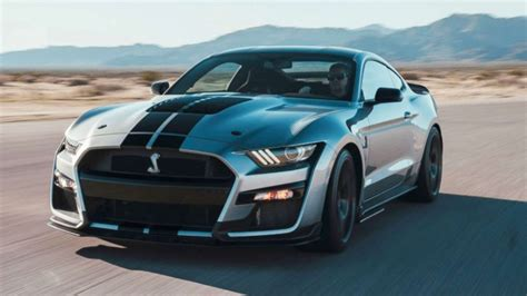 ford debuts   mustang shelby gt