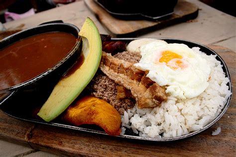 combiné cuisine bandeja paisa traditional food epicure