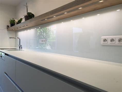 credence de cuisine en verre crédence de cuisine en verre laqué blanc atelier du