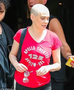 Rose McGowan embraces her natural beauty with fresh ...