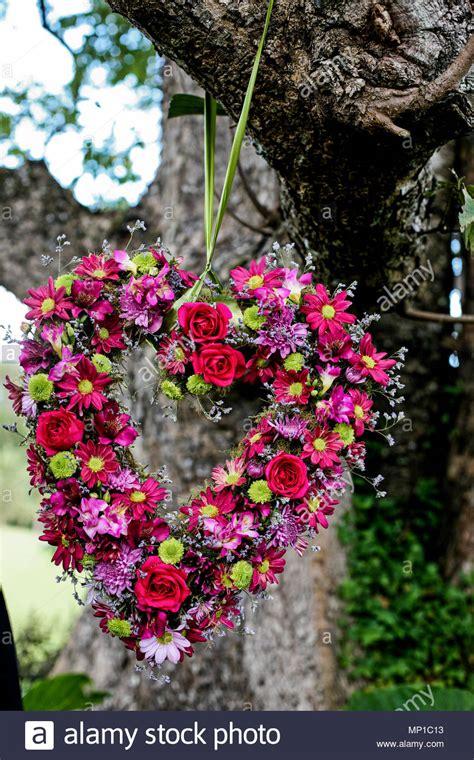 Blumen Hochzeit Dekorationsideenblumen Dekoration Fuer Gartenhochzeit by Liebe Herz Zusammensetzung Garten Blumen Mix Hochzeit Home