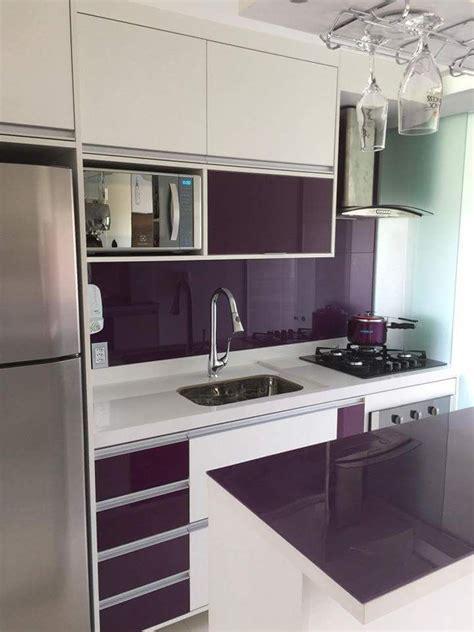 Cozinha pequena e colorida | Cozinha pequena, Decoração
