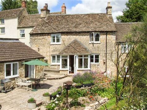 cottage holidays uk tumblers tetbury self catering cottage