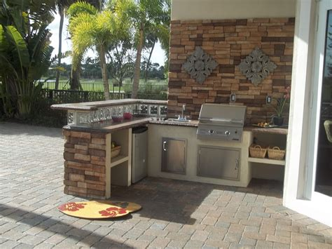 Outdoor Kitchen Backsplash by Kitchen Awesome Outdoor Kitchen Ideas With Boral