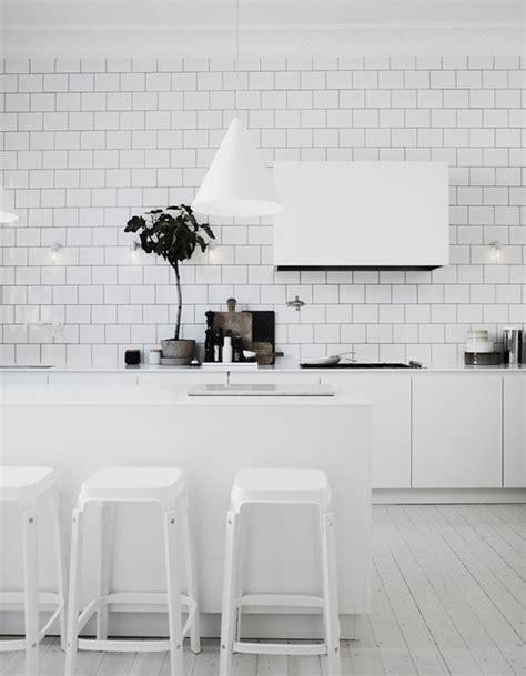 carrelage cuisine metro blanc carrelage métro blanc dans la cuisine et la salle de bains