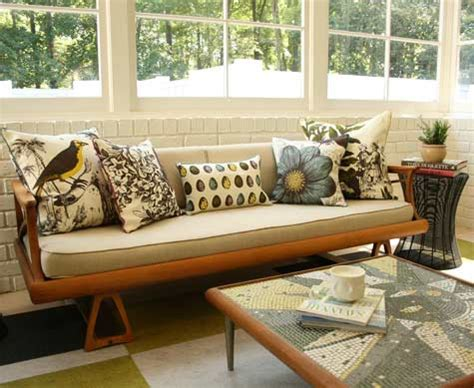 decorative pillow ideas for sofa some tips on choosing the best accent pieces of throw