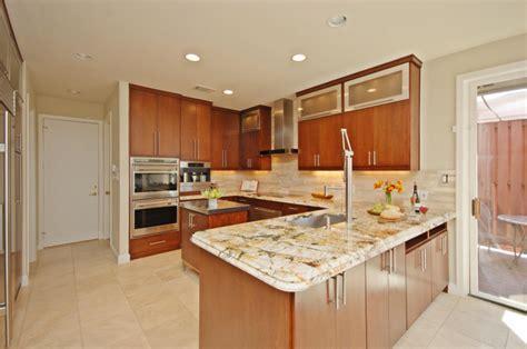 Arbeitsplatte Aus Granit In Der Modernen Küche