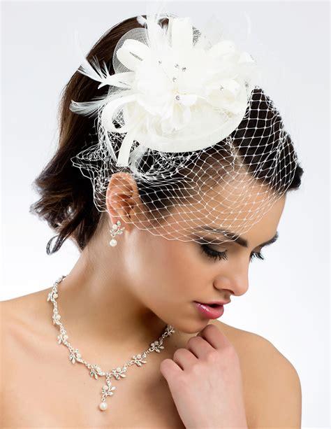 lune de miel coiffe peigne ceremonie coiffure mariee chignon mariage bibi chapeau retro