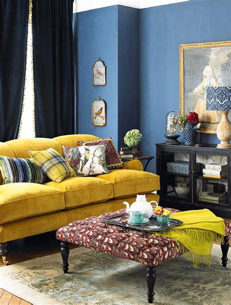 sofas amarillos combinarlos colores de paredes cojines