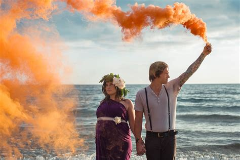 muskegon mi maternity photographer smoke bombs