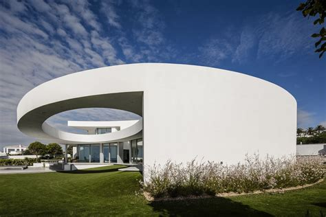 contemporary elliptical house  organic architectural