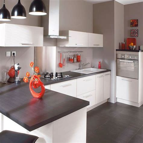 cuisine blanche et mur gris decoration cuisine blanc et grise