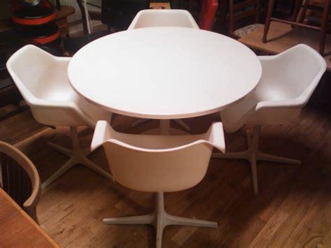 salda objekt bord stolar wanjas vardagsrum sweden