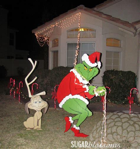 find    grinch stealing lights decoration