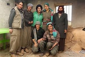 Kurdish women fighters wage war on Islamic State in Iraq ...