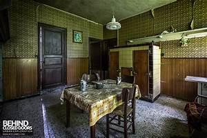 Maison Gustaaf Abandoned House Belgium Urbex Behind