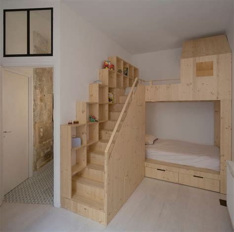 chambre podium but small budget renovation reveals a loft 39 s parisian charm