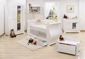 Babyzimmer Gestalten Beispiele : babyzimmer gestalten mit offenen regalen ordnung und behaglichkeit ~ Indierocktalk.com Haus und Dekorationen