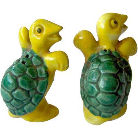 5728 turtle salt and pepper shakers turtle salt and pepper shakers from shopwithelaine on ruby