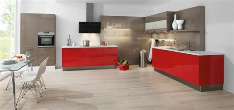 cuisines rouges cuisine et grise qui incarne l idée d une vie moderne