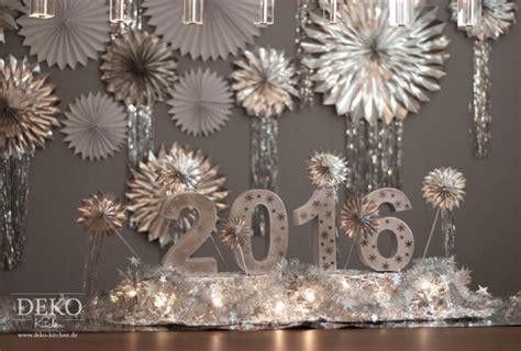 silvester deko basteln silvesterdeko basteln leuchtendes centerpiece f 252 r eure silvester tischdeko deko kitchen