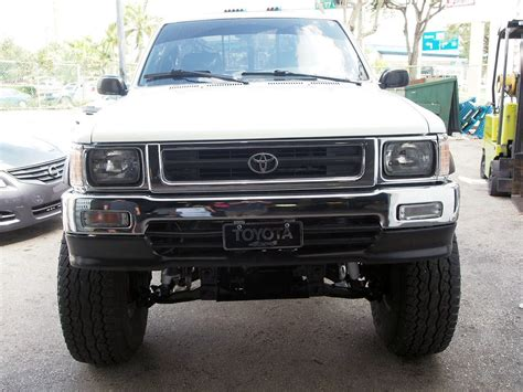 details   toyota tacoma somethin bout  truck