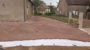Devant de maison en gravier 10 pose du geotextile et for Devant de maison en gravier