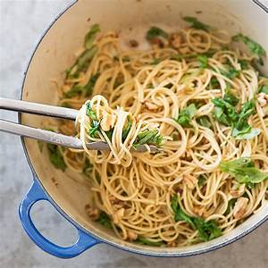 Pasta with Roasted Garlic Sauce, Arugula, and Walnuts ...