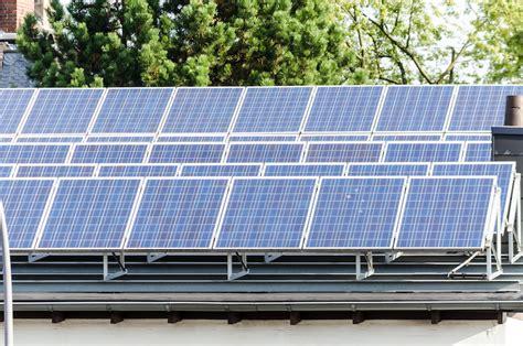 Flachdach Abdichten Das Muessen Sie Wissen by Solaranlage Auf Dem Flachdach Das M 252 Ssen Sie Wissen
