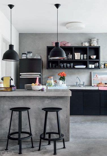 la cuisine 7 la cuisine ouverte ose le noir pour se faire d 233 co comptoirs en b 233 ton cuisine ouverte et beton