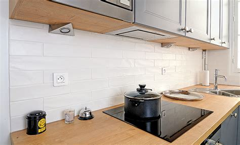 carrelage pour cr馘ence de cuisine credence cuisine imitation carrelage maison design bahbe com