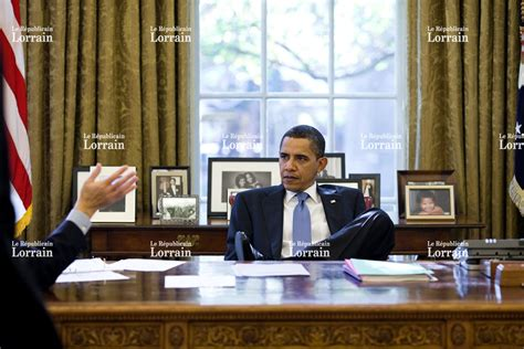 bureau de la maison blanche monde obama refait la déco du bureau ovale