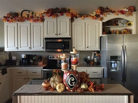 Fall Decorating Ideas For Kitchen by Best 25 Above Cabinet Decor Ideas On Top Of