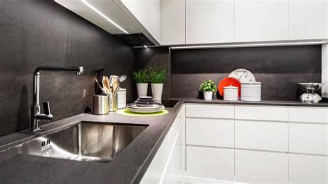 lo que debes llevar a cocinas blancas rusticas qué debes saber antes de elegir las puertas de muebles de