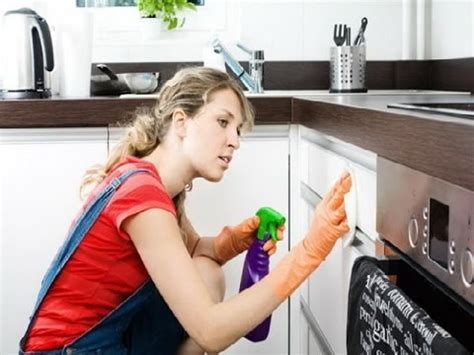 cleaning the kitchen cleaning kitchen cabinets how to clean kitchen cabinets