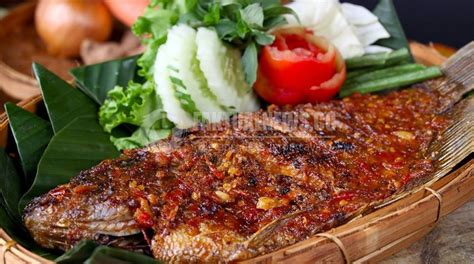 makanan lezat khas indonesia cocok disantap  malam
