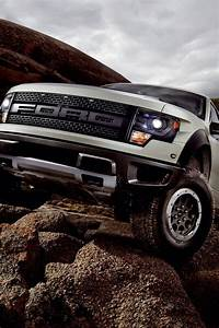 640x960 2013 Ford SVT Raptor Static Iphone 4 wallpaper