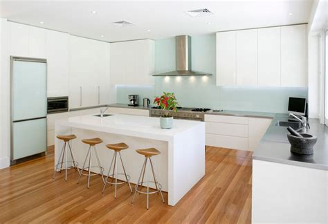 modern kitchen designs and colours zomerse keukens helpling 9225