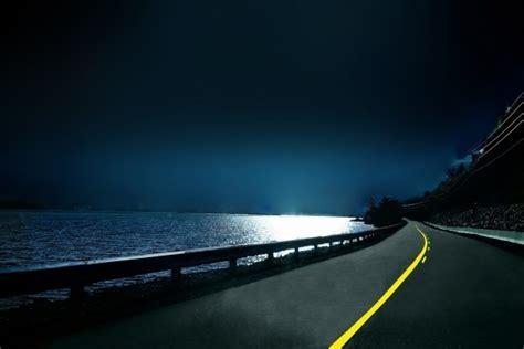 carretera junto al mar